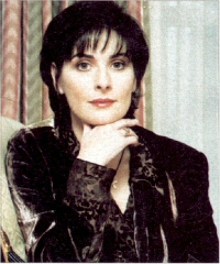 Enya: chin on hand